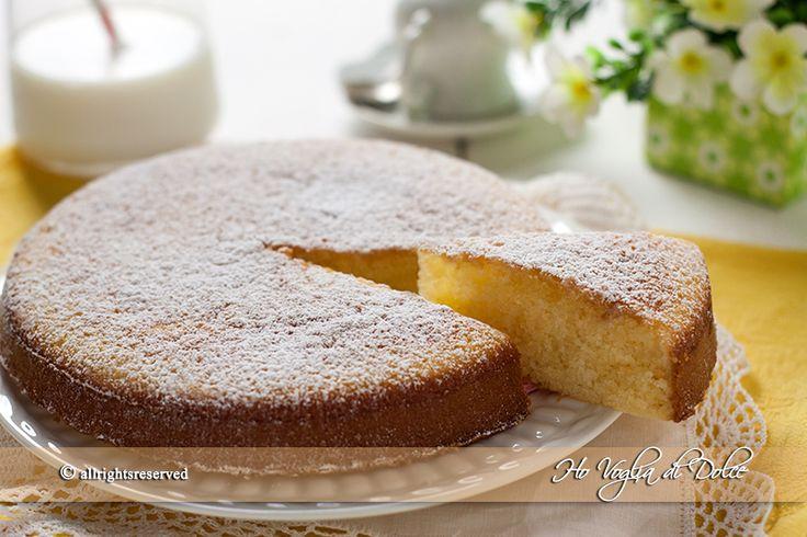 Torta di mandorle e yogurt soffice e morbida. Una torta per la colazione e la merenda facile da preparare, un dolce semplice adatto per grandi e piccini