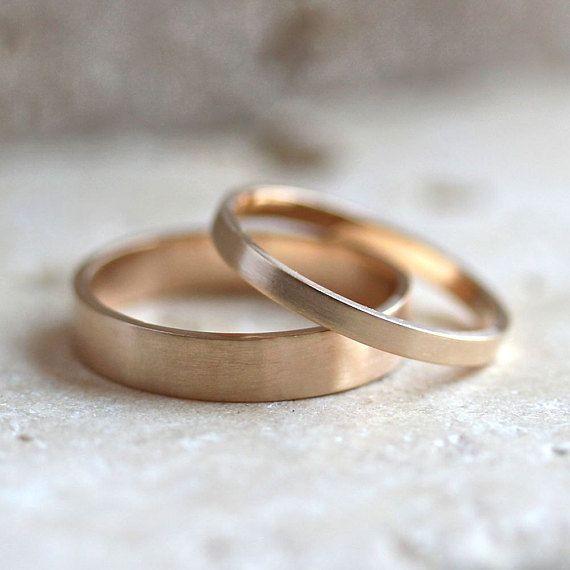 Gold Hochzeit Band gesetzt, seine und Recycling ihn 4mm und 2mm gebürstet flach 14k Gelbgold Ehering Set Gold Ringe – hergestellt in Ihren Größen