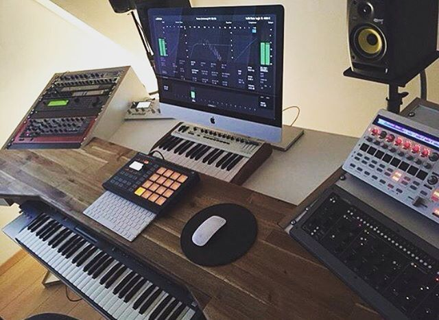 Be The Best Version Of You. Check out this dope home studio   Video Credit: @remixraf  Follow @Etained for more  DM or Email for free promotion & Credit