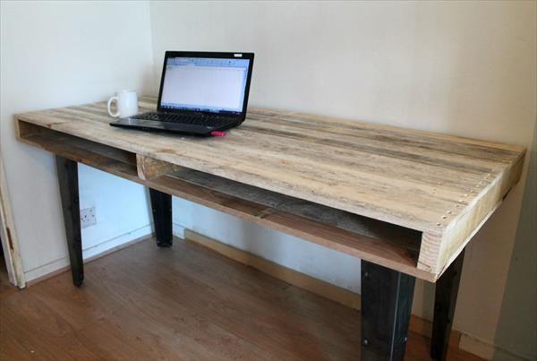 Компьютерный столик для небольшой комнаты