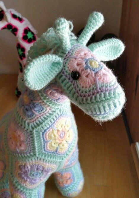 Heidi Bears fabulous pattern for giraffe using African flower motifs. So sweet!!!!