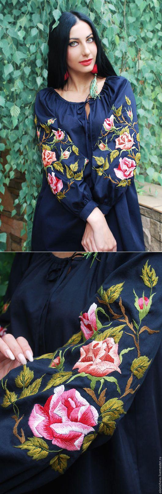 Купить Вышитое темно-синее платье