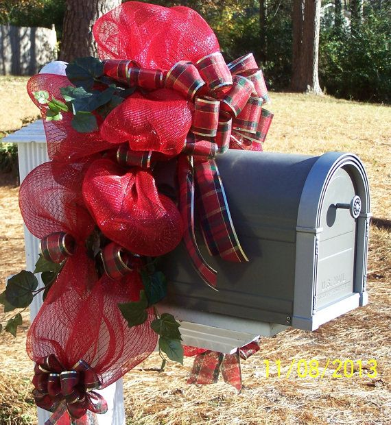 black friday through cyber monday sale deco poly mesh mailbox christmas wreath item 2013022. Black Bedroom Furniture Sets. Home Design Ideas