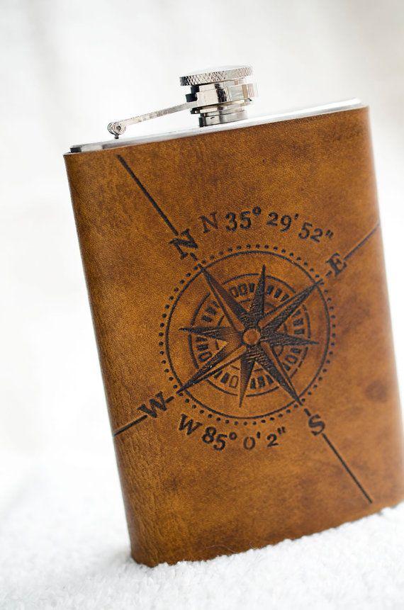 8oz Compass Rose Flasche mit breiten- und Längengrad und ein benutzerdefiniertes Datum