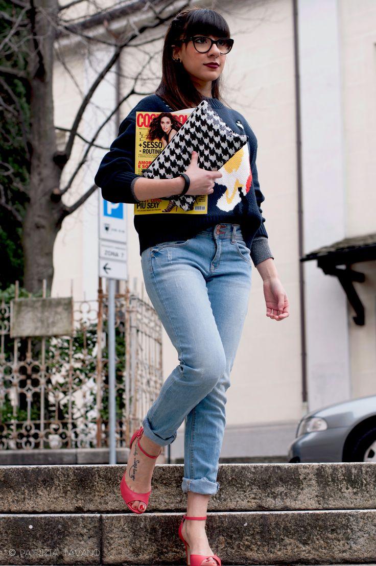 Hai mai pensato di aggiungere un tocco personale al tuo look con...la tua rivista del momento? Cosmopolitan. Seen at http://cl0sinpills.weebly.com/style/street-style
