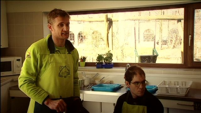 deredactie.be video: Volt - 06/03/13  Bart Wellens aan de slag in de zorgsector.