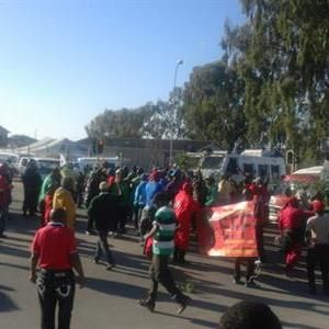 Police fire stun grenades during taxi protest