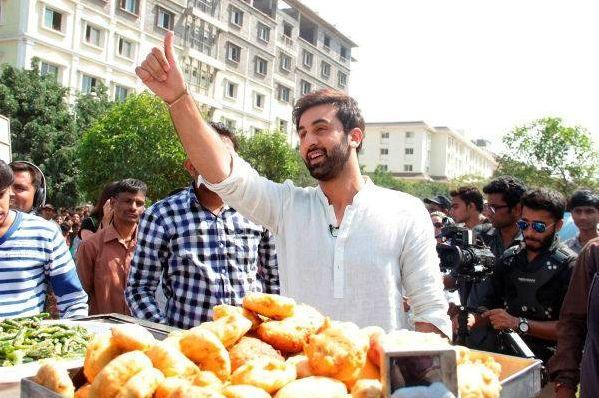 Unseen Funny Pic of Ranbir Kapoor selling Vada Pav