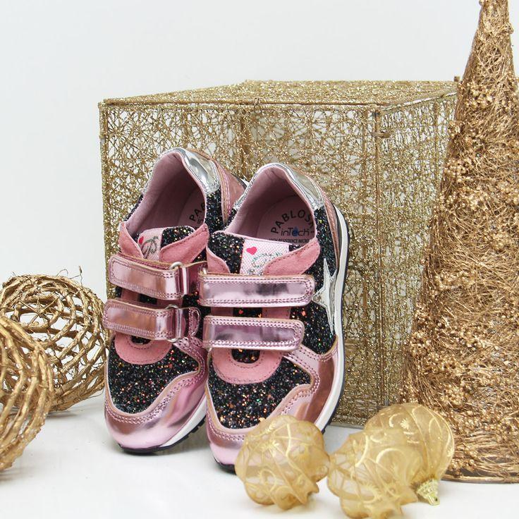 Esperamos que a vuestros peques les traigan muchos zapatos PABLOSKY debajo del árbol #preparalanavidad #zacaris #shoponline