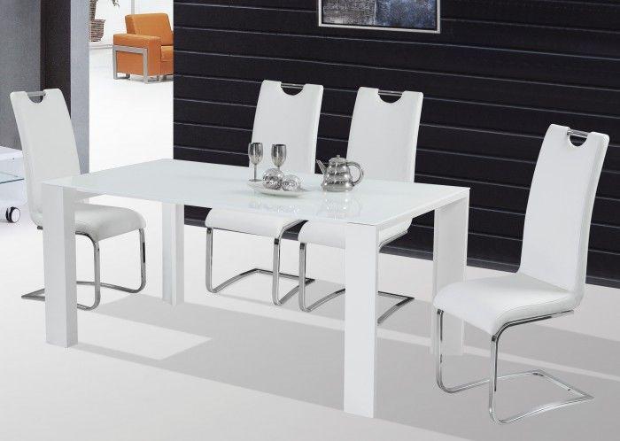 Vysoce moderní a stylový - takový je jídelní stůl Jonas. Kombinace masivních noh a tenké skleněné desky působí vzdušně a stabilně zároveň. Neváhejte si...