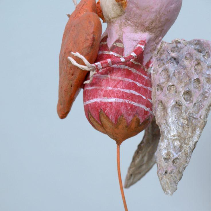 Red Angel | Sculptuur gemaakt van papier mache op een klein voetstuk