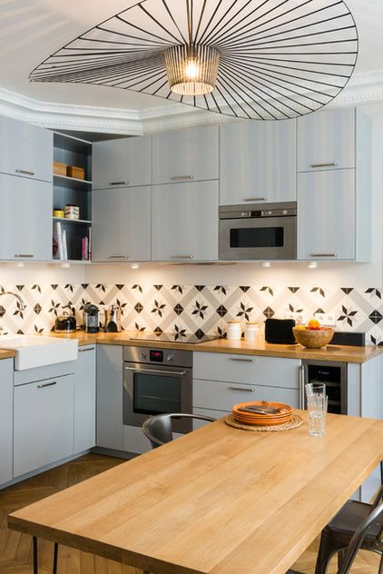 jolie cuisine gris perle et bois (Ikea veddinge) et crédence en carreaux de ciment