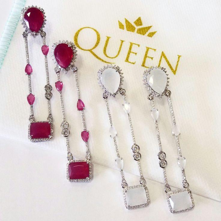 Os brincos mais maravilhosos, agora nas cores Rubi e Quartzo Leitoso😍Como lidar com tanto luxo?!    Compre joias no atacado com a Queen Joias💎        #joias #atacadodejoias #joiasnoatacado #atacado #revender #revenderjoias #dinheiro #extra #dinheiroextra #alta #joalheria #altajoalheria #prata #925 #prata925 #ródio #jewelry #jewels #presente #para #namorada #dia #namorados #mães #mãe #dica #criativo #criativa