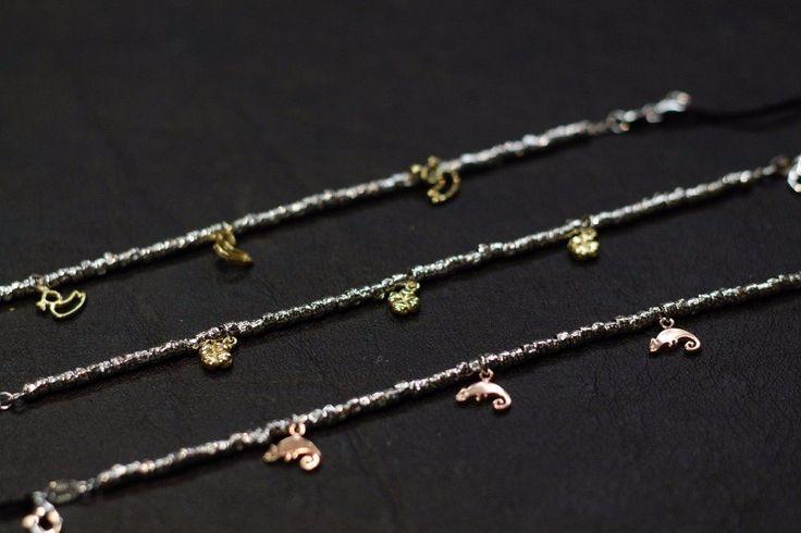 Bracciali da bambini con charms in argento dorato o con doratura rosa.