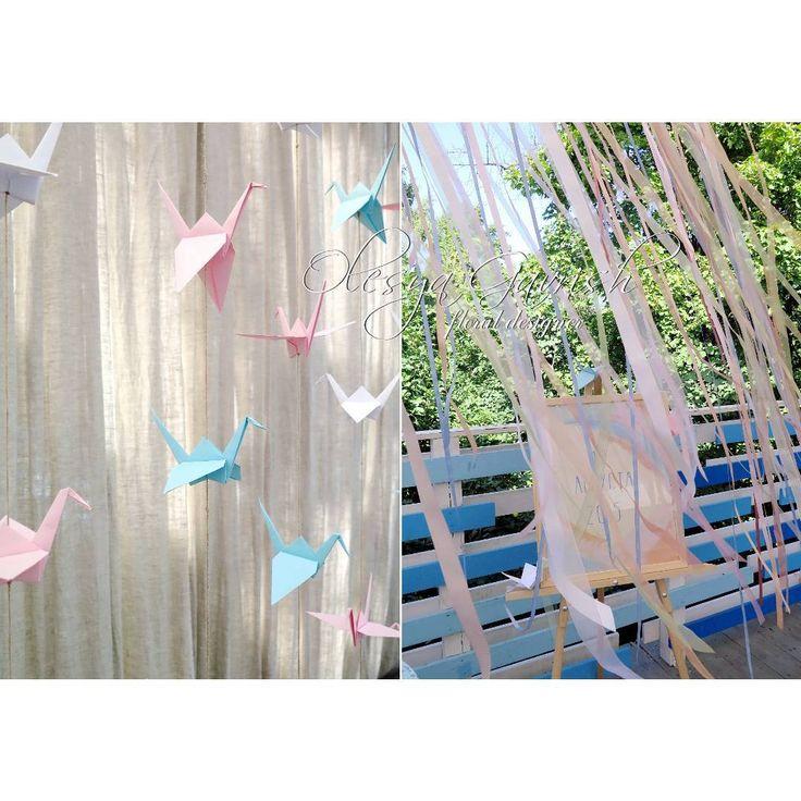 Бумажные журавлики — символ долголетия и счастливой жизни.  #olesyagavrishflowers #бумажныежуравлики #оформлениесвадьбы #свадебноеоформление #свадьбамосква #свадьбалобня #свадебнаяфлористика  #ribbons