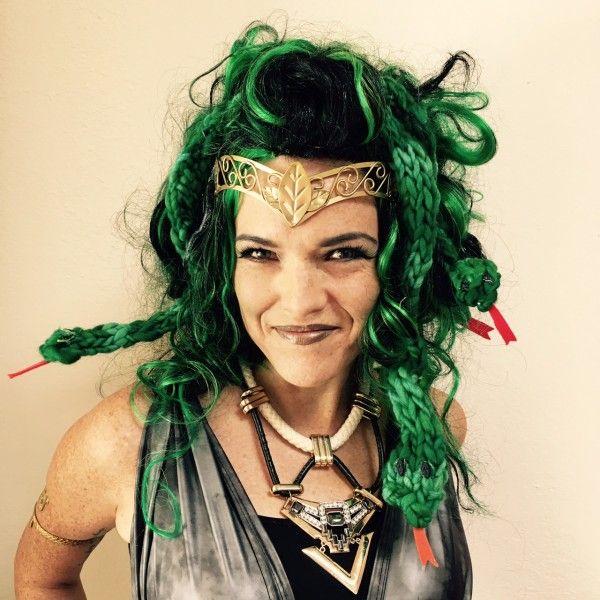 Tutorial: Finger Knit Medusa Snake Wig | Vickie Howell