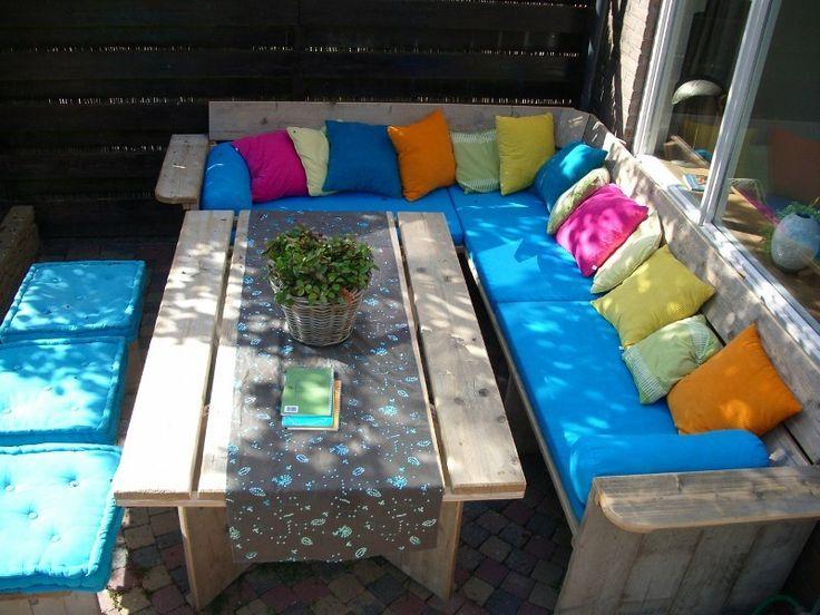 steigerhouten lounge set met Ikea matrassen