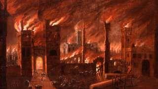 Image copyright                  Museo de Londres Image caption                                      Pintura al óleo del Gran Incendio visto desde Ludgate, cerca a 1670. La pintura fue restaurada alrededor de 1910, revelando esta vívida escena.                                El Gran Incendio de Londres ardió por cuatro días en 1666, destruyendo gran parte de la ciudad y dejando a 100.000 personas sin casa.  Mientras el Museo de Londres se