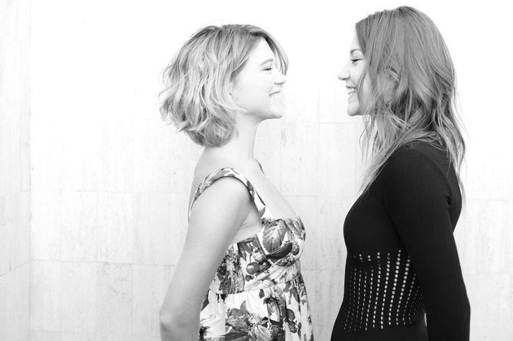 Les deux actrices du film la vie d'Adèle dAbdellatif Kechiche, Léa Seydoux et Adèle Exarchopoulos http://www.vogue.fr/sorties/on-y-etait/diaporama/dans-les-coulisses-de-cannes-jour-10/13486/image/758322