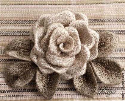 Купить или заказать Брошь.Вышивка.Роза светло-бежевая. в интернет-магазине на Ярмарке Мастеров. Готовые работы можно увидеть в профиле мастера.Розочка садовая,цвета слоновой кости.Веточки и листики на проволочном,что позволяет менять их положение. -------------------------------------------------- Для подписки на новинки магазина нажмите кнопку 'Добавить в круг', которая находится в левой колонке. ------------------------------------------------------- При нажатии кнопки 'КОРЗИНА&...