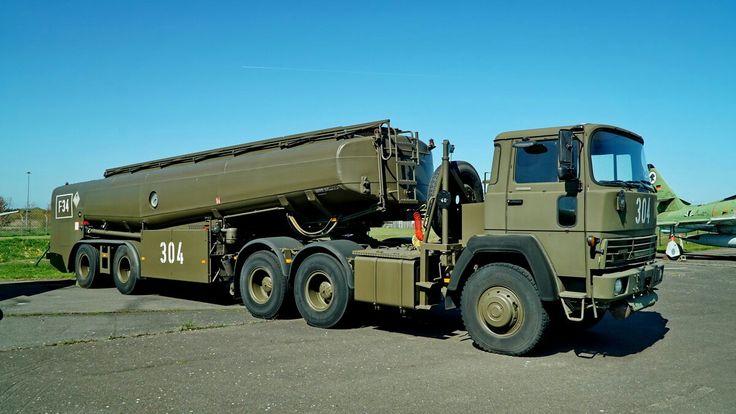 MAGIRUS DEUTZ 320 D 22 der Bundeswehr. Tanklastwagen mit einer Leermasse von 10,6T und einer höchstzulässigen Gesammtmasse von 31,5T. Foto:24.04.2016, Militär Historisches Museum, Flugplatz Berlin-Gatow