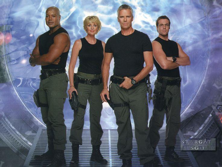 Stargate SG-1. Série créée par Jonathan Glassner et Brad Wright en 1997. Avec : Richard Dean Anderson, Michael Shanks, Amanda Tapping et Christopher Judge