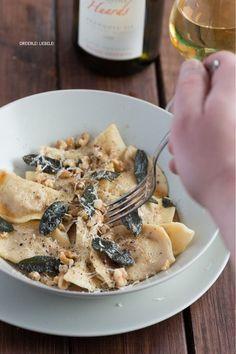 Süßkartoffel-Walnuss-Ravioli mit Salbeibutter + Weinempfehlung von Lobenbergs Gute Weine