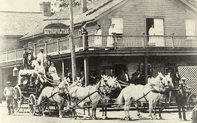 1877 view of Roseburg's (Oregon) Metropolitan Stagecoach Inn. (Image no. 12060 courtesy Salem Public Library)