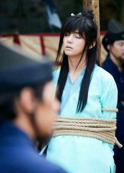 Kim taehyung in korean dráma hwarang.  EP 2