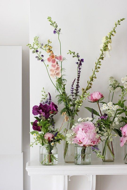 Styling the seasons! Beautiful flower arrangements in Jars on the mantle