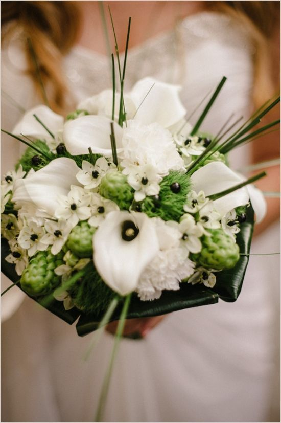 calla lily bouquet #modernbouquet #contemporarywedding  #weddingchicks http://www.weddingchicks.com/2014/01/03/contemporary-wedding/