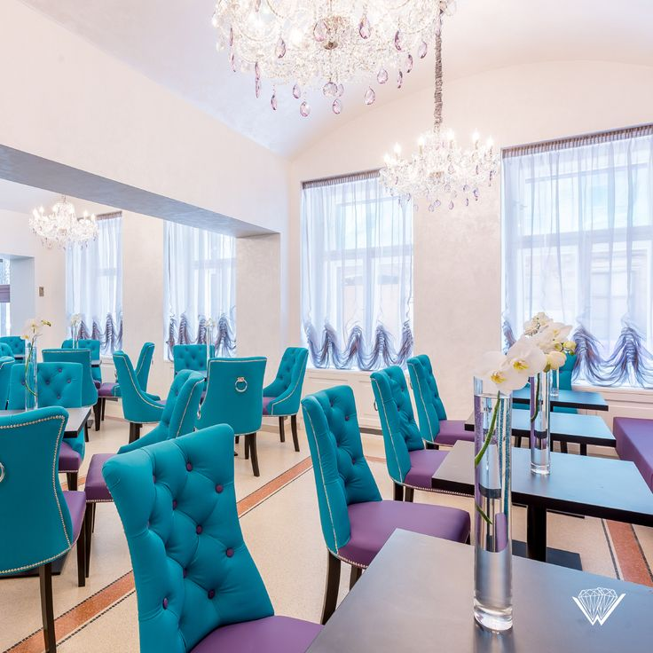 Wranovsky chandeliers from the Classe collection with the customized colour of the crystals in the newly opened Myo Hotel Wenceslas in the centre of Prague. We belive we found the right look for this uniquely coloured interior. What do you think?