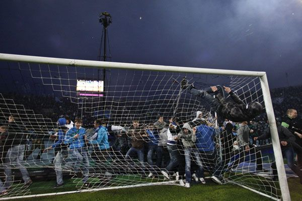Supporters of Zenit St Petersburg destroy a goal post to celebrate the preschedule victory of their team in the Russian Premier League soccer championship at the Petrovsky stadium in St. Petersburg April 28, 2012. REUTERS/Maxim Shemetov