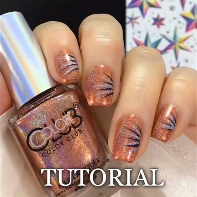 Tutorial for easy New Year's Eve nails using shades from the Holo Wonderland @meeboxuk - not that this simple design needs a tutorial but why not ☺️#inspiredbyrobinmoses @colorclubnaillacquer @prismpolishuk @aengland_official