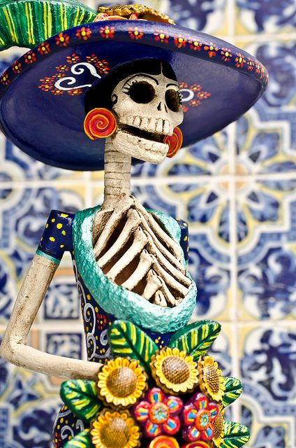 Mexican decor: The Catrina, Mexican symbol of Days of the Dead and an amazing piece to have in a home.  // 멕시코의 축제 '죽은자의 날'을 장식하는 해골이다. 죽음의 여신 '카트리나'를 형상화했다