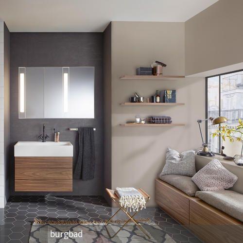 Natürlich warm und elegant in weichem Holzton, kombiniert mit klarem, frischen Weiß: eine unglaublich harmonische, sinnliche Verbindung. Dazu spendet der…
