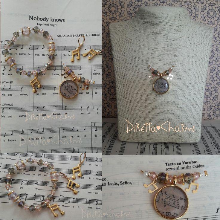 Set con collar fantasma + pulsera + aretes. Hecho en muranos, colgantes de musica y dije en resina. Personalizalo como más te guste!!! $30.000 cop.  Diretta ♥ Charms Accesorios que resaltan tus encantos.  Info wtp + 57 3127080891. Envíos nacionales e internacionales.  #DirettaCharmsAccesorios #DirettaAccesorios #inspiration #followme #art #fashion #socute #beautiful #rose #muranoglass #gold #bijoux #jewelry #jewelryhandmade #instajewelry #design #designer #beauty #sunday #happyday #gray