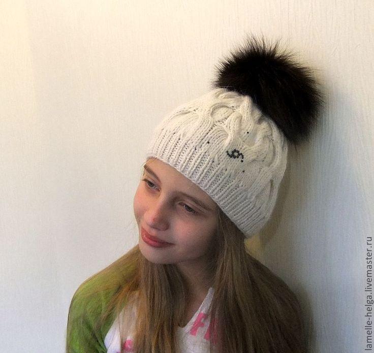 женская шапка с косами