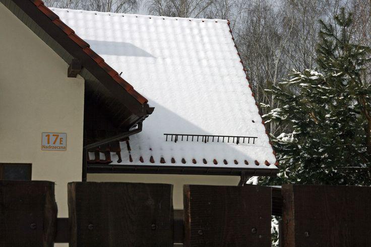 Podświetlana tablica adresowa na dom - anodowane aluminium i bursztynowe podświetlenie