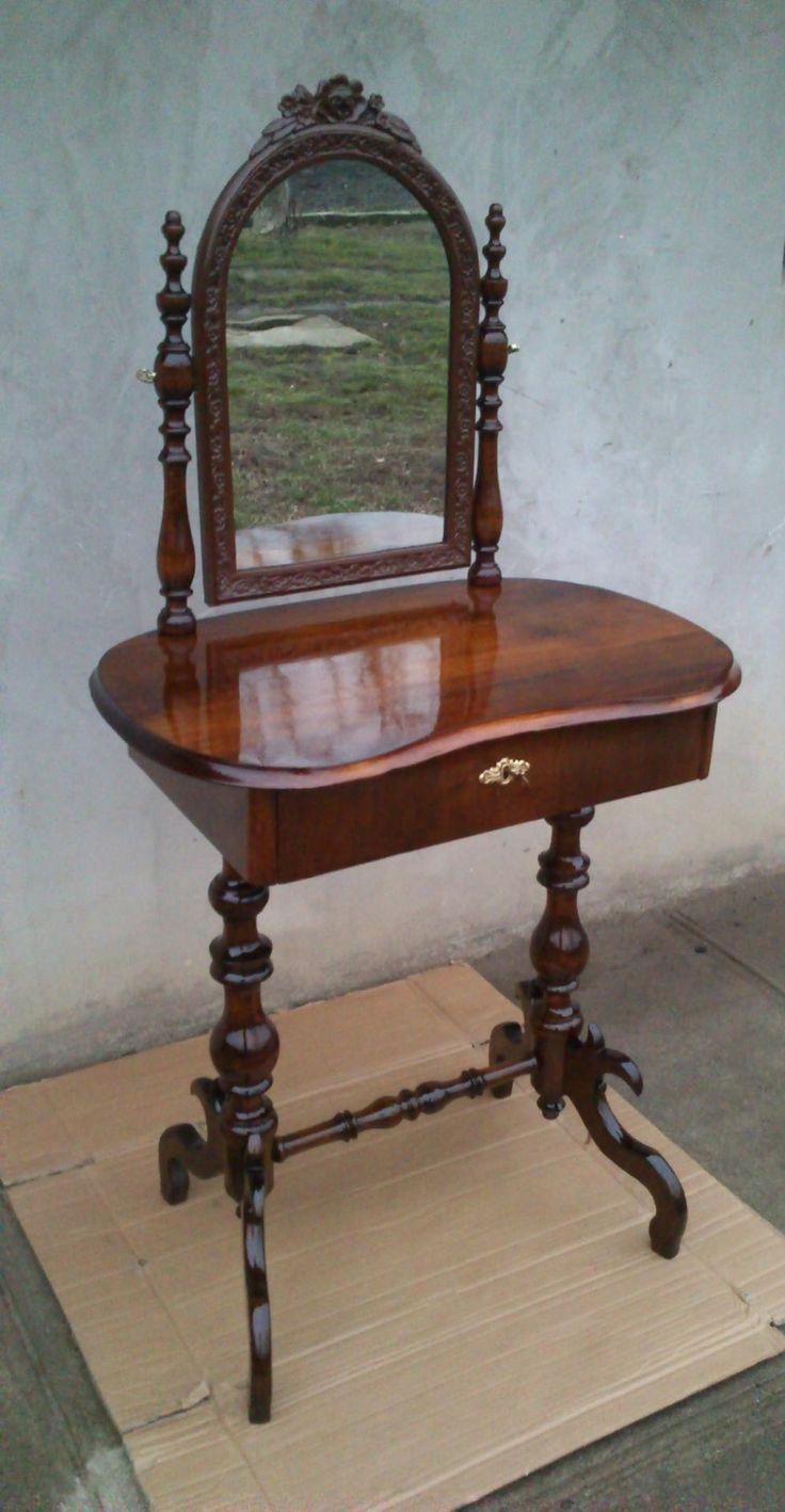 Kor: 1800-1899 Stílus: barokk Állapot: restaurált Eredetiség: eredeti Gyönyörű Restaurált 150 éves Barokk Pipere asztal.  Tiszta dió teteje oldalai és fiók előlap svartni dió.  Nagyon kecses darab ő már muzeális értéket képvisel gyönyörű réz billentő feszítője és annak anyája utolsó amit a tükör belsejébe helyeztem vissza 1931-ben cserélve...