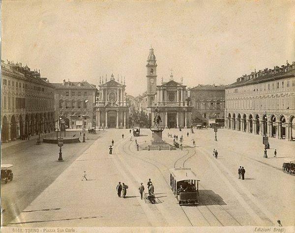 Una delle più belle piazze di #Torino… molti anni fa! (Foto di Carlo Brogi) #piazzaSanCarlo #piazza