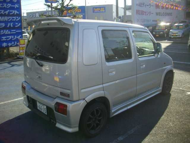 good idea more pics here http://www.tradecarview.com/used_car/suzuki/wagon+r/12226768/