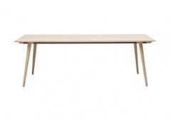 Matbord i massiv ek, 95*160 från Ilva. Tilläggsskivor kan köpas till.