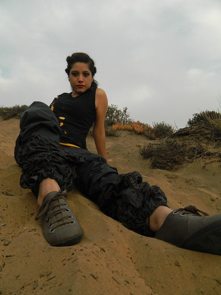 Vestuario,Maquillaje,Fotografía: Lorena Orrego Sibert.  Modelo: Paola Muñoz  Locación:Dunas de Concón,5ta Región,Chile.