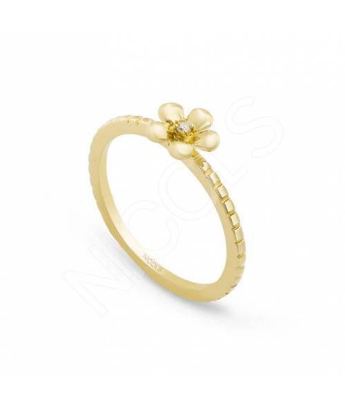 Anillo de Diamantes Flor MIX & MATCH NICOL´S. Anillo en forma de flor de cinco pétalos, con un centro de diamante. El brazo del anillo va grabado en forma de cuerda. Fabricada en oro amarillo con un diamante de peso 0.02ct.