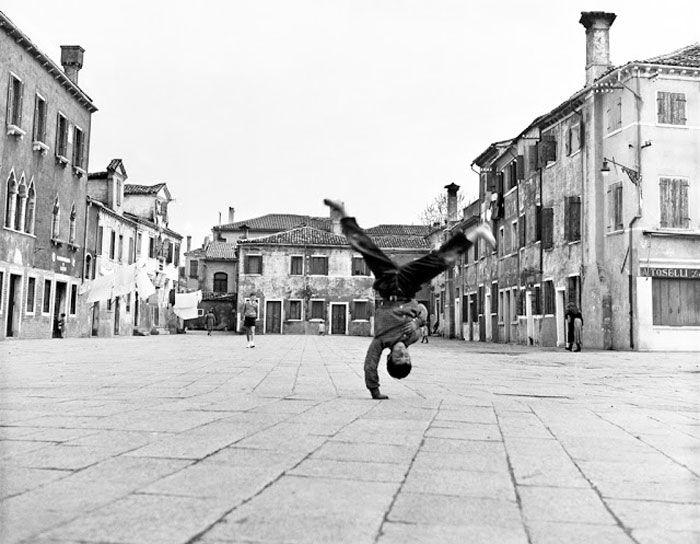 Piazza Grande a Burano, 1954 - Piergiorgio Branzi www.italianways.com/photographing-the-essential-interview-with-piergiorgio-branzi/