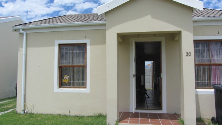 Freestanding 2 bedroom house, 1 full bathroom. Open plan kitchen and lounge. No levies, only Home Owners fee of R250 per month. Rental income of R4 000 per month.Phone me now! Jawitz - a sense of home