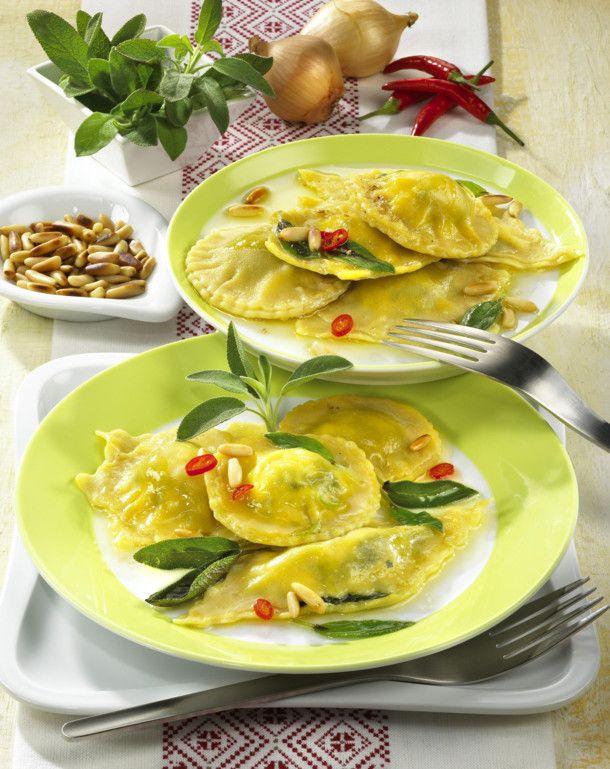 Unser beliebtes Rezept für Ravioli mit Ricotta-Spinat-Füllung und mehr als 55.000 weitere kostenlose Rezepte auf LECKER.de.