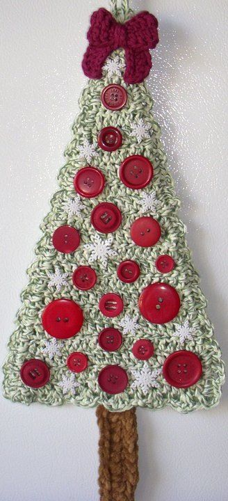 Crochet Christmas Tree and Buttons, by Jerre Lollman
