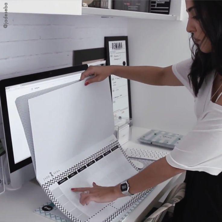 O Desk Planner além de decorar a mesa, ajuda você a se organizar de maneira rápida e prática. #deskplanner #planejadordemesa #organização #decoração #personalizado